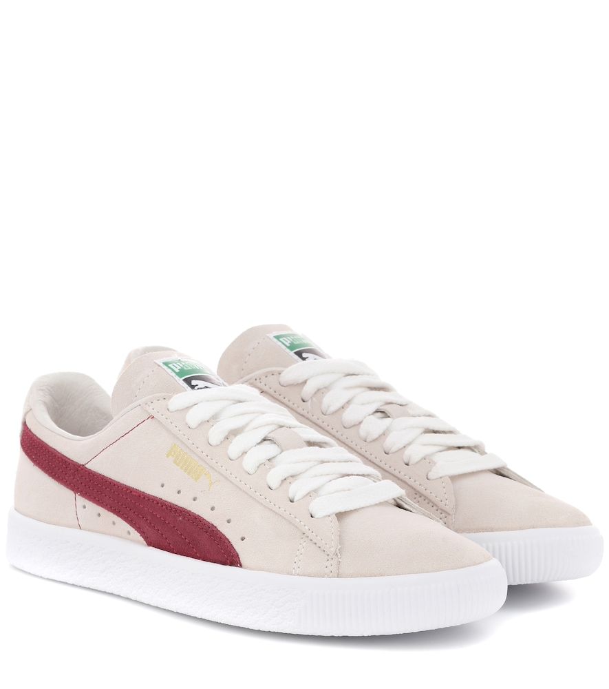 THE SUEDE SNEAKERS