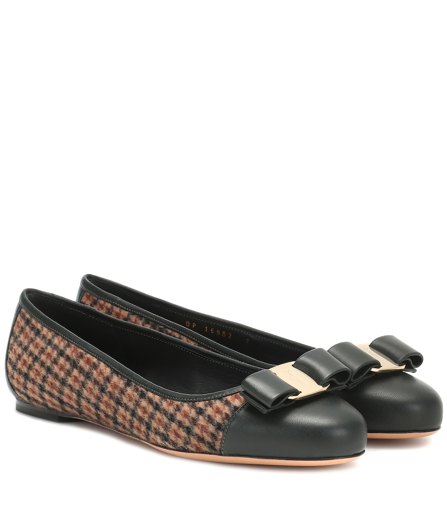 Ballerines Varina en tweed à carreaux - Salvatore Ferragamo - Modalova