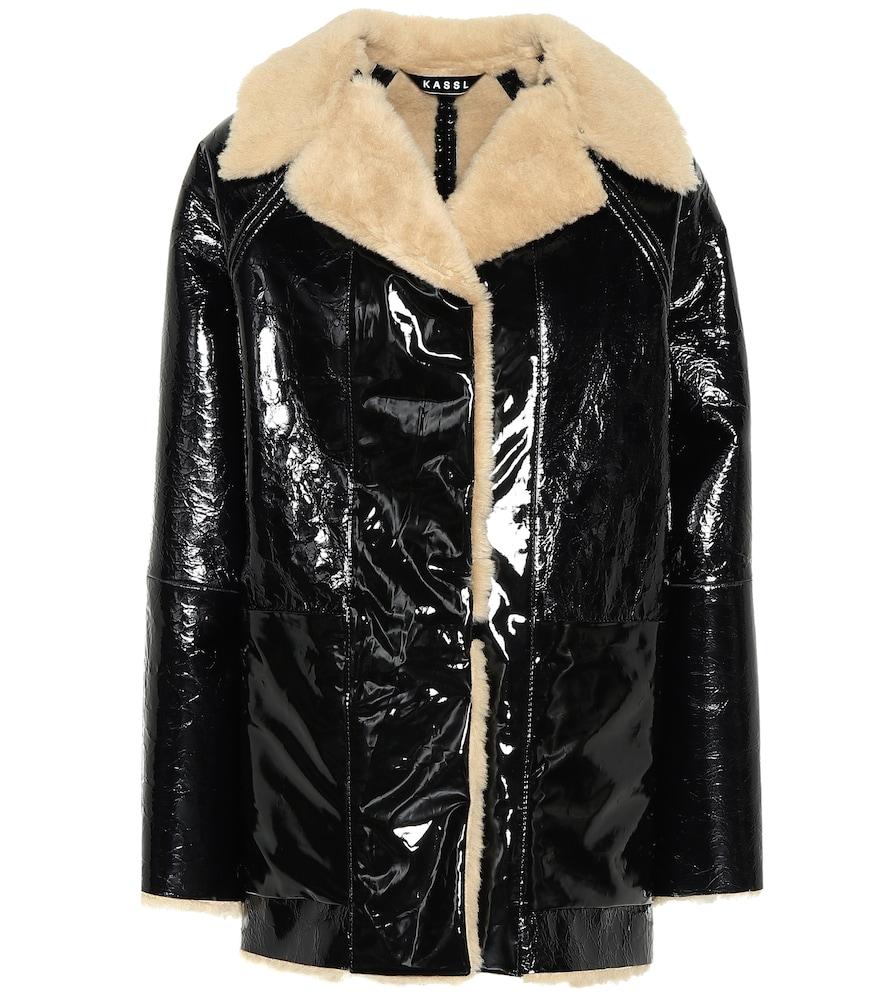 Manteau réversible en vinyle et shearling