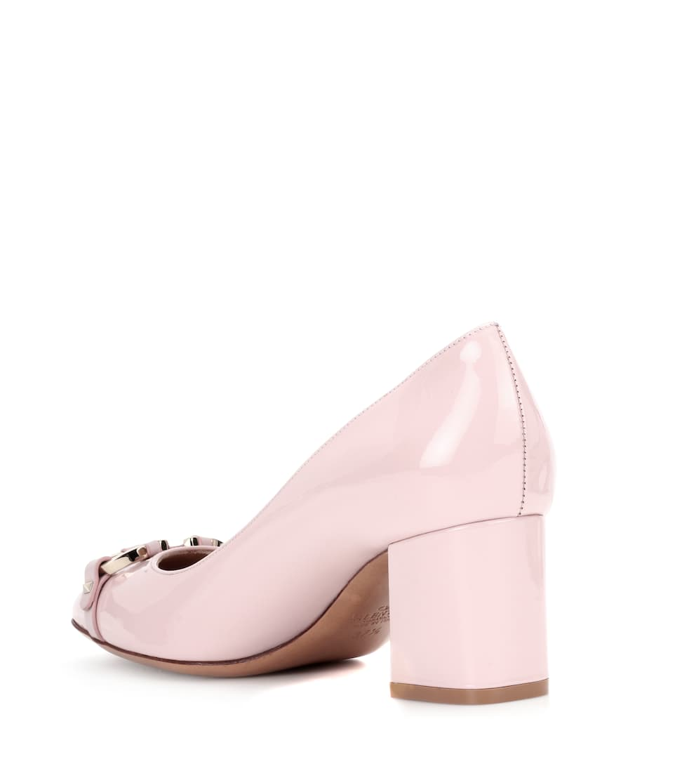 Valentino Garavani V Rivet patent leather pumps Sale Low Price Fee Shipping Free Shipping Best Place Countdown Package Online Eastbay Online Y92fEc