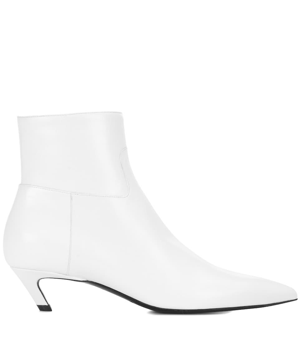 Balenciaga Ankle Boots Slash Heel aus Leder