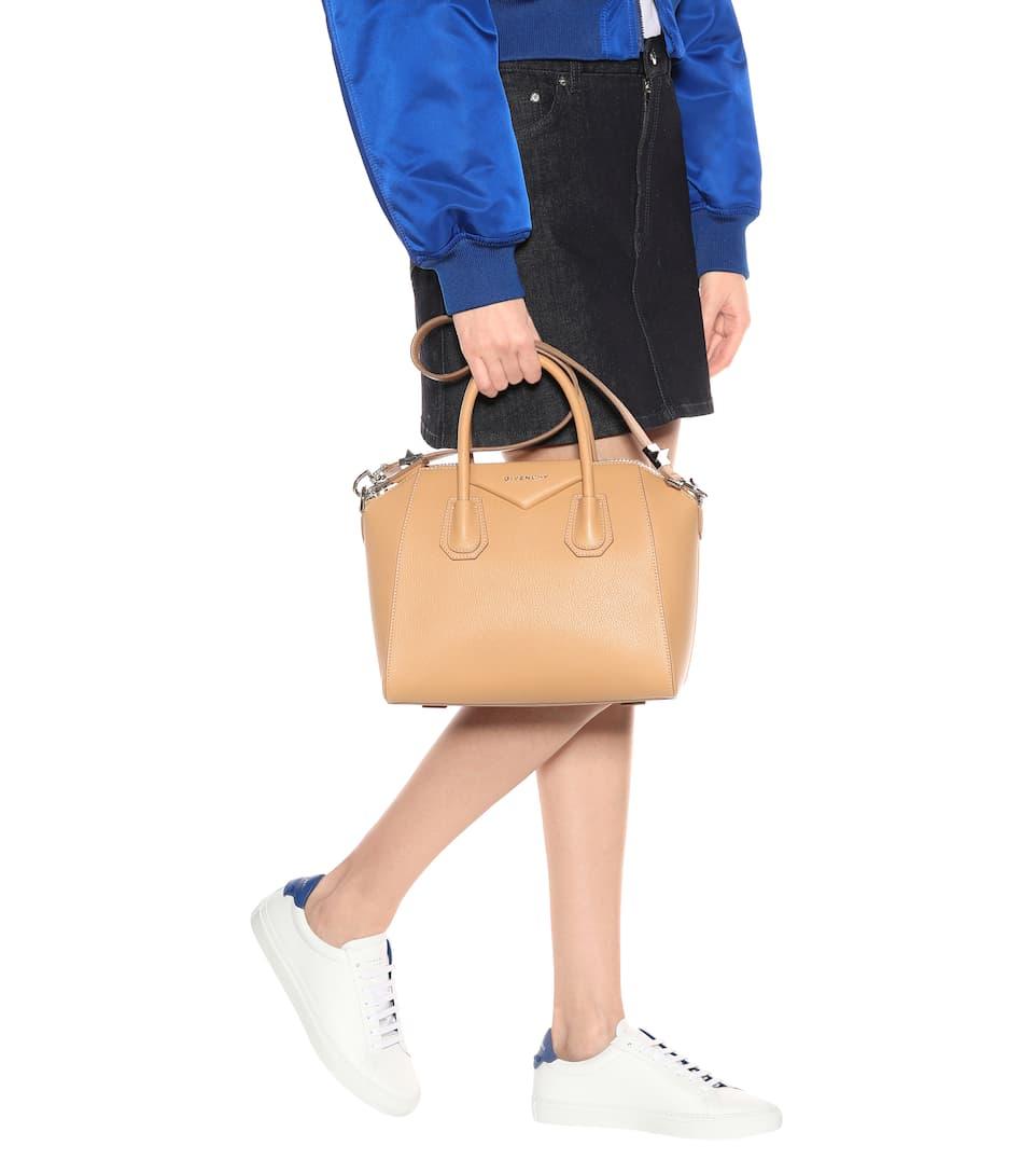 Givenchy Tote Antigona Small aus Leder Äußerst Günstig Online Kaufen Empfehlen Billig Neuesten Kollektionen Verkauf Online Auslass Visa Zahlung Vy5MK1c9A5