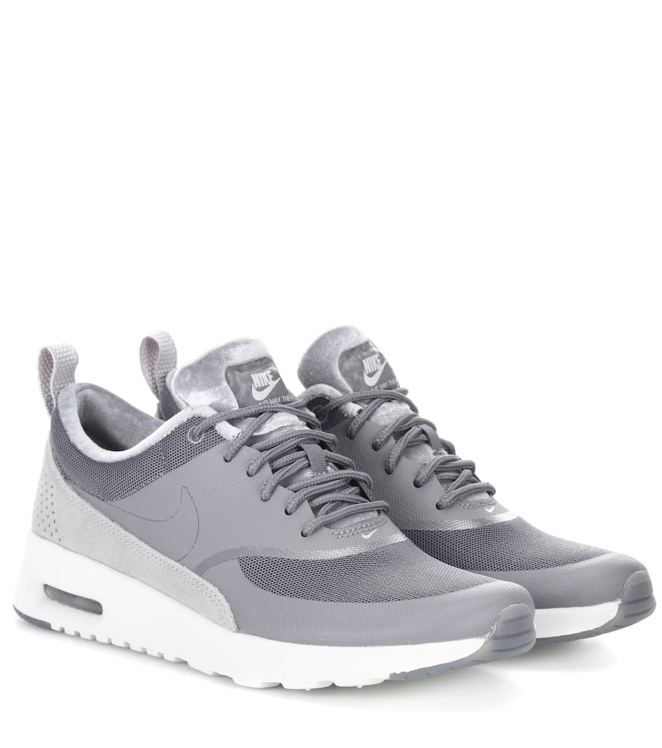 Nike Sneakers Nike Air Max Thea aus Leder und Samt