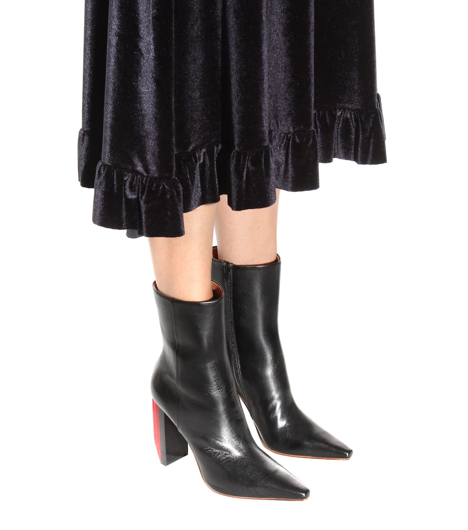 vetements reflector heel leather ankle boots in nero. Black Bedroom Furniture Sets. Home Design Ideas