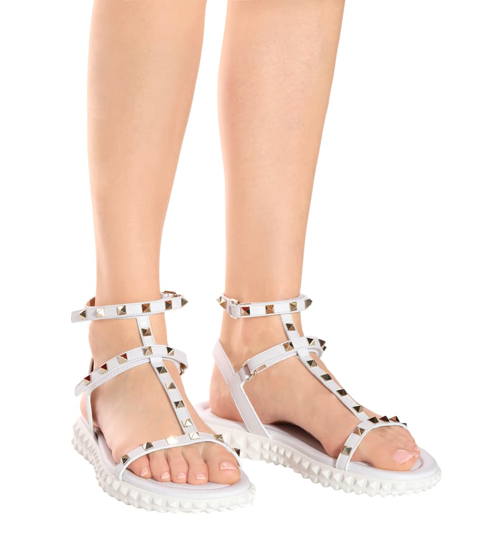 Valentino Valentino Garavani Free Rockstud leather sandals White Cheap Sale Manchester Great Sale Clearance Choice Clearance Cost 100% Original For Sale ePsaakdA