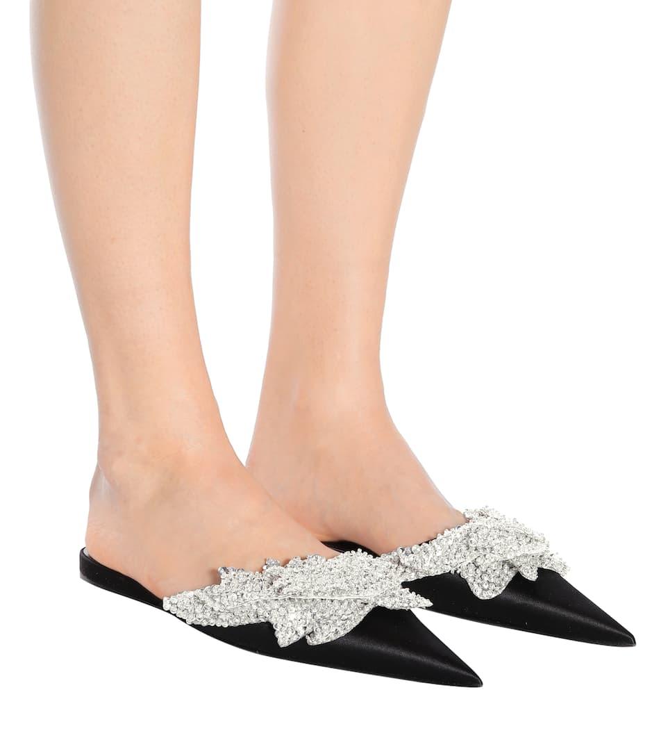 Balenciaga Verzierte Slippers Slash Heel aus Satin