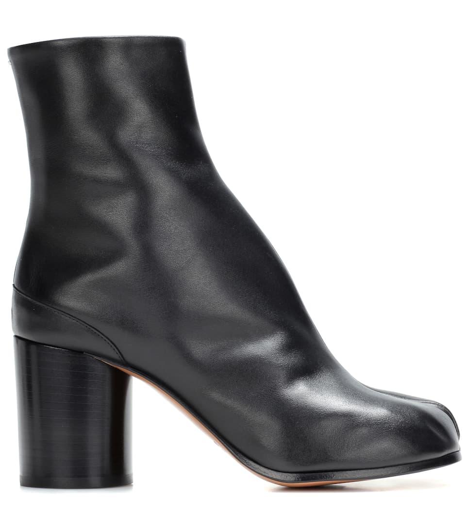 maison martin margiela black leather tabi boots in llack