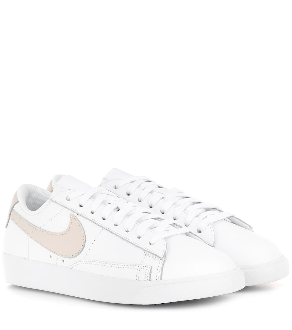 BLAZER LOW LE LEATHER SNEAKERS