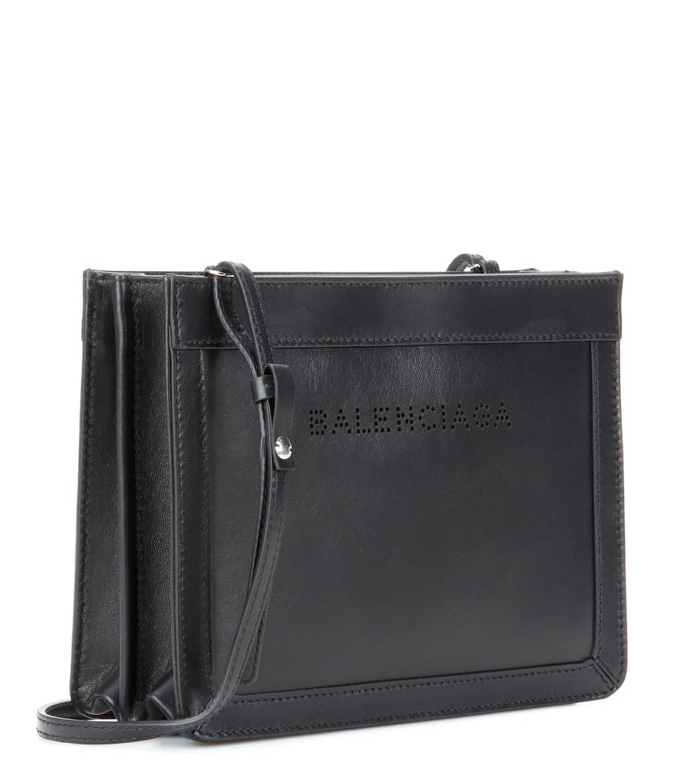 Billig Verkauf Footaction Balenciaga Schultertasche Navy Small aus Leder Freiheit Der Billigsten Gut Verkaufen 4jCzq4