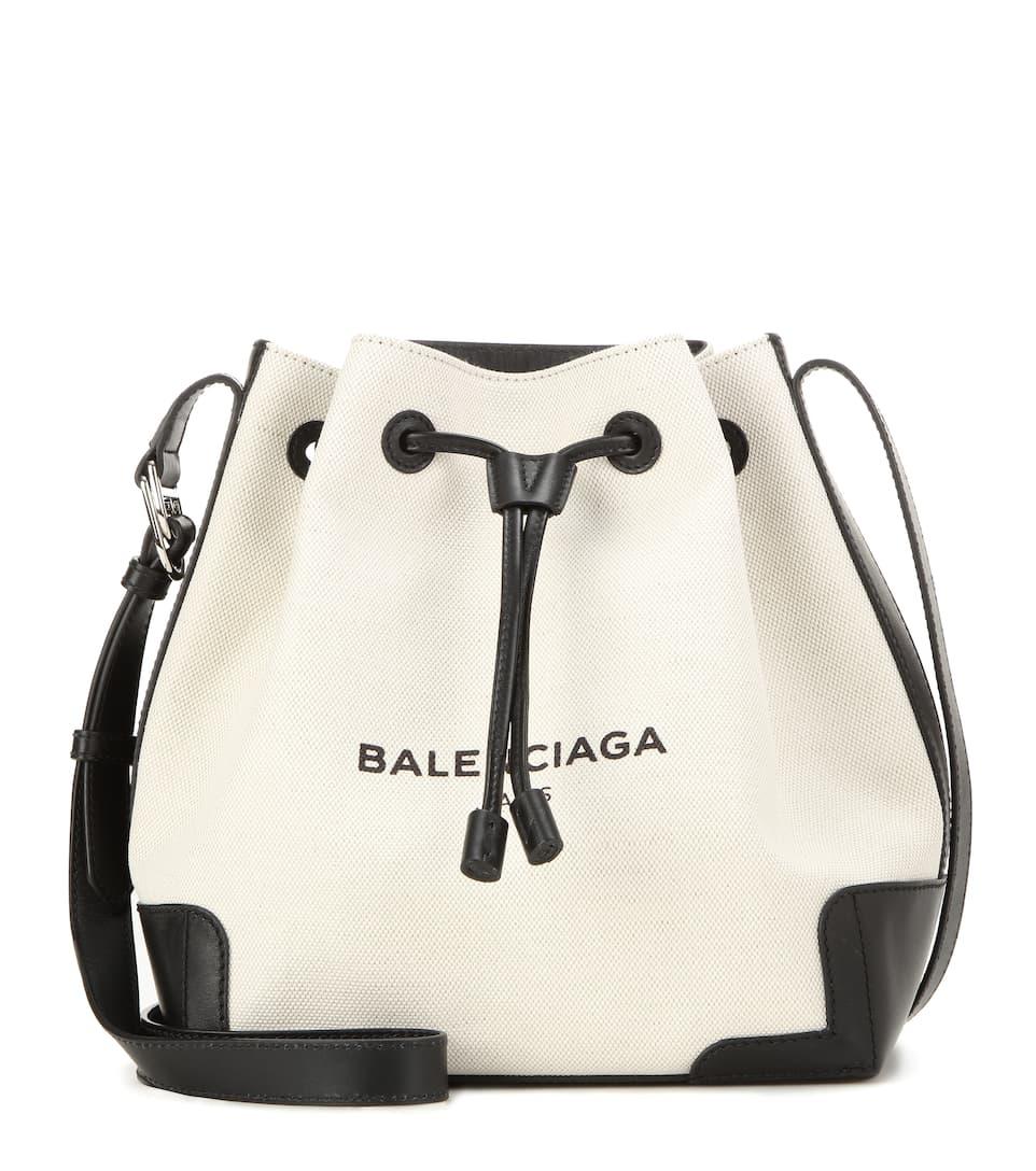 9cc1fe6b42fed Bucket-Bag Navy Aus Canvas Und Leder - Balenciaga