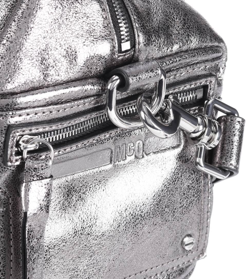 McQ Alexander McQueen Schultertasche aus Metallic-Leder
