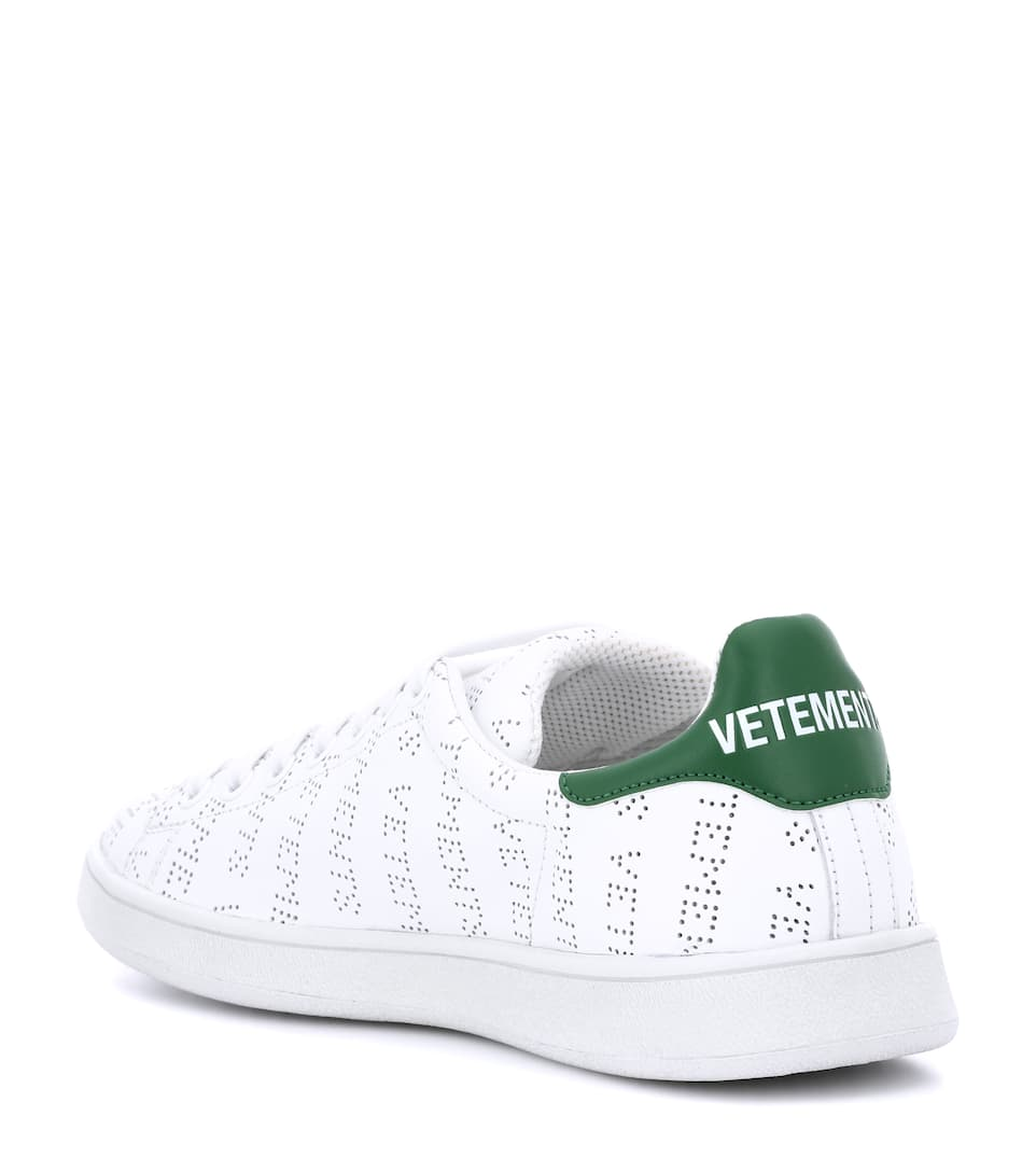 Vetements Verzierte Sneakers aus Leder