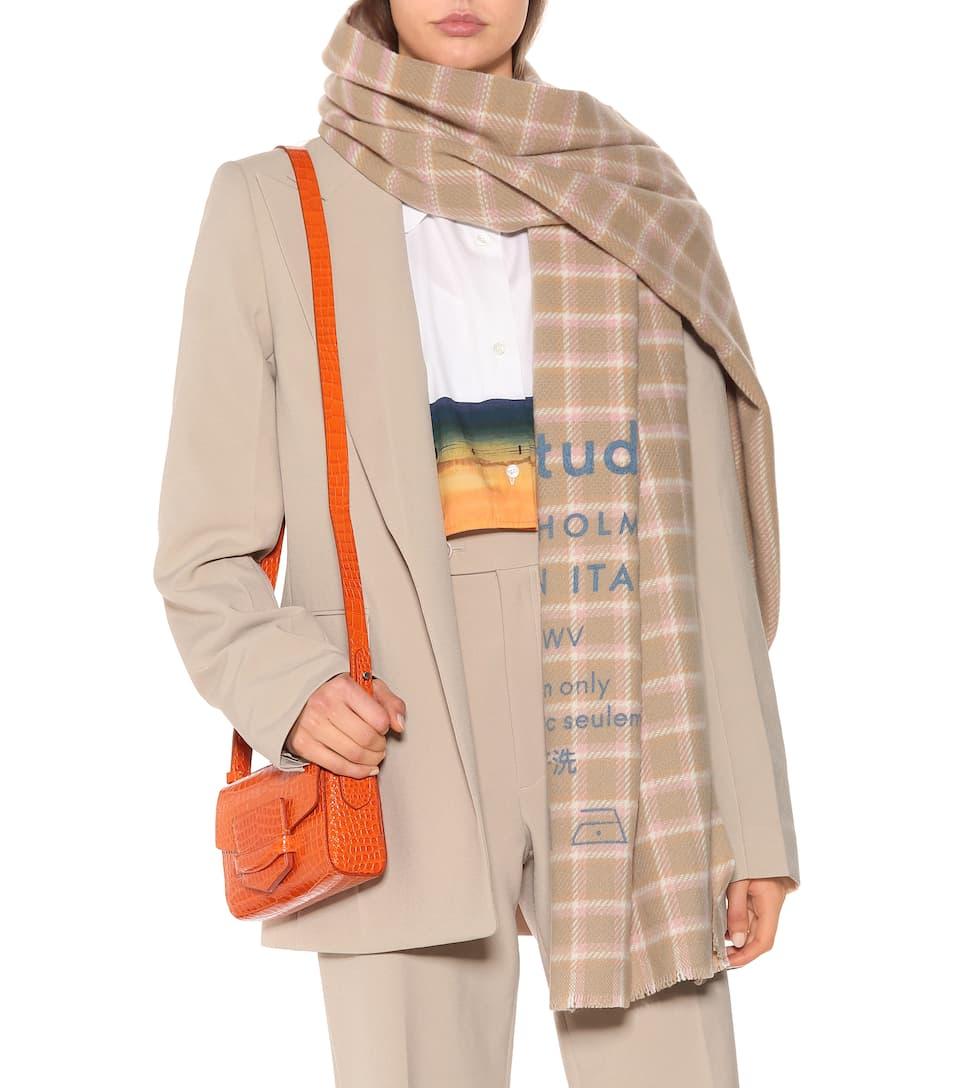 2bed4359bc57 Écharpe Cassiar en laine à carreaux. NEWSEASON. Acne Studios