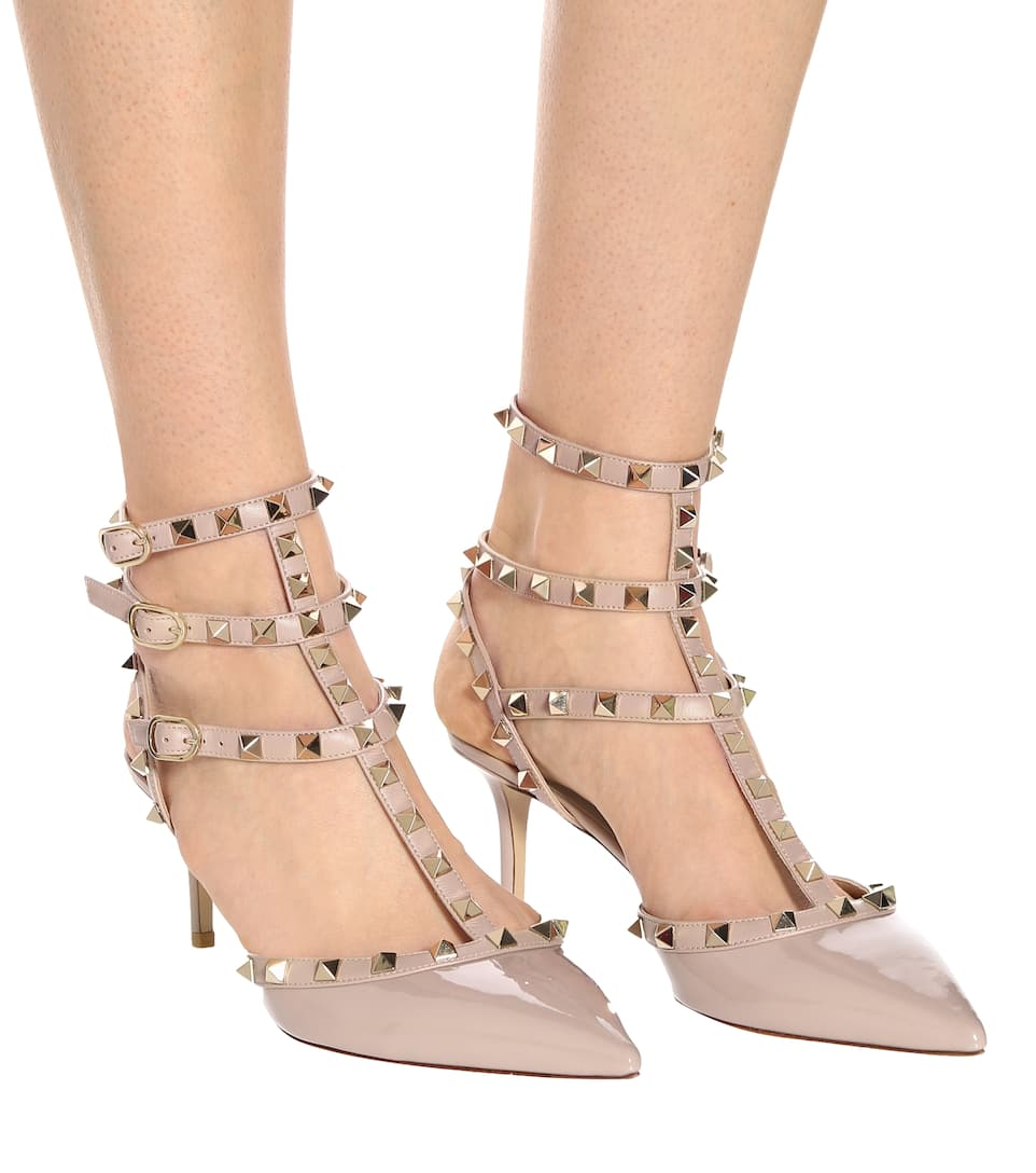 rockstud loading zoom blackleather rock t pumps valentino stud tstrap strap sandal p leather