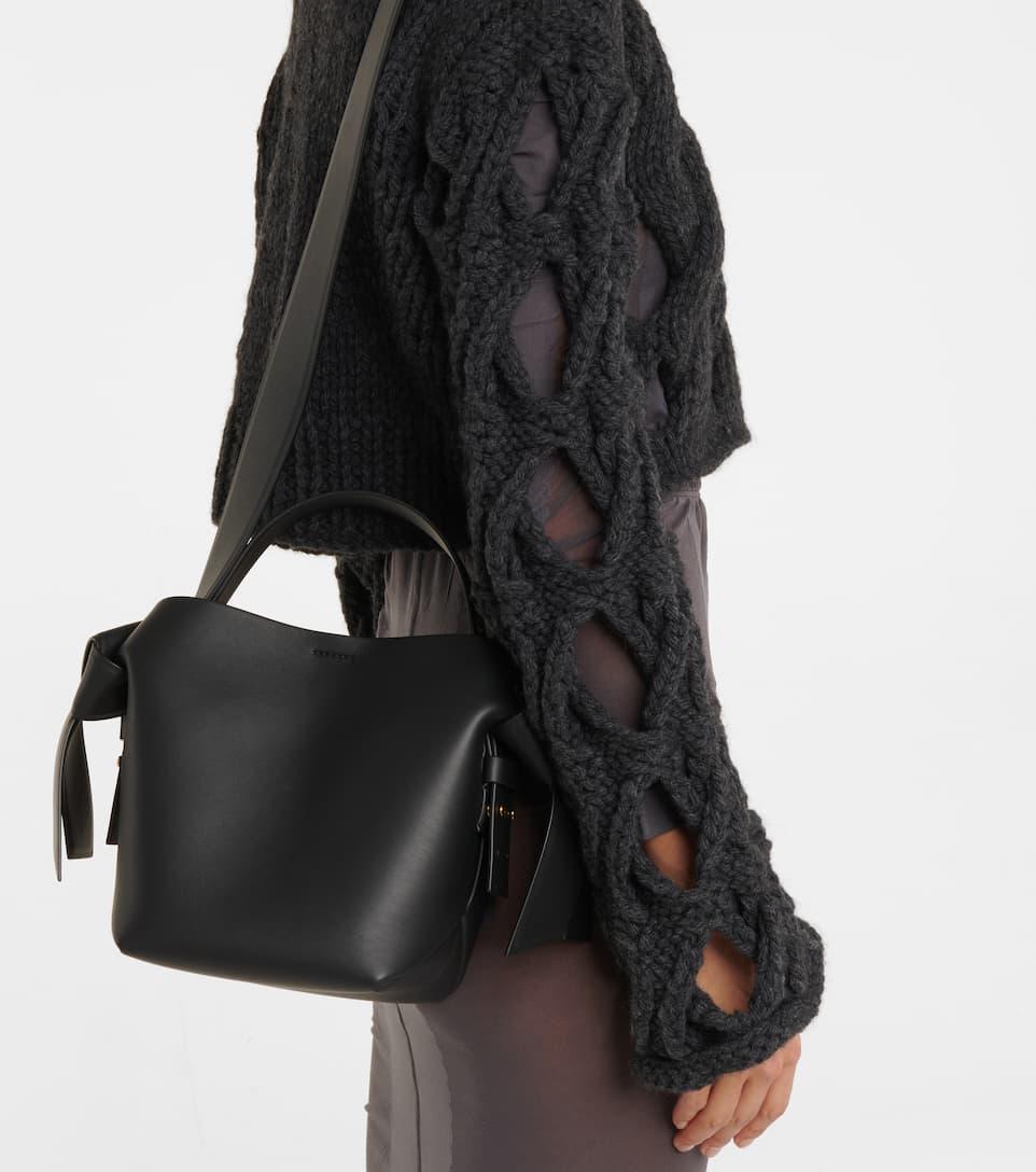 Acne Studios Schultertasche Musubi Mini aus Leder