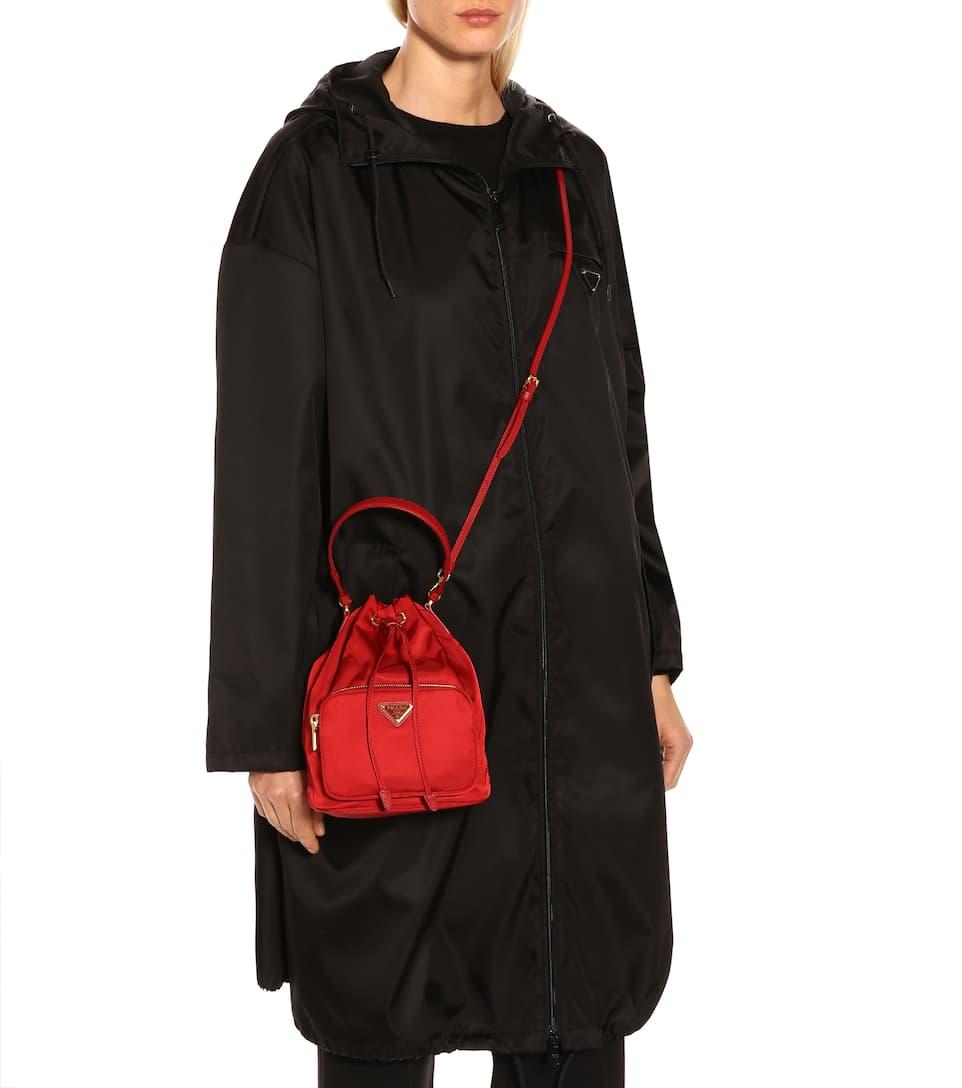 Bucket-Bag mit Lederdetails. NEW ARRIVAL. Prada 8b6539383d8d4
