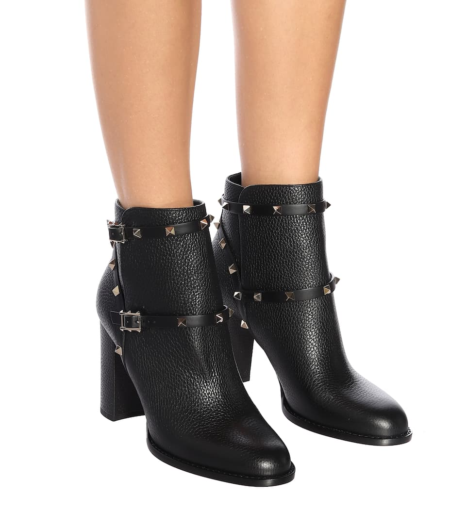 visa payment cheap price for nice cheap price Valentino Garavani Rockstud Ankle Booties clearance explore free shipping huge surprise outlet online shop R2lTRdCSwH