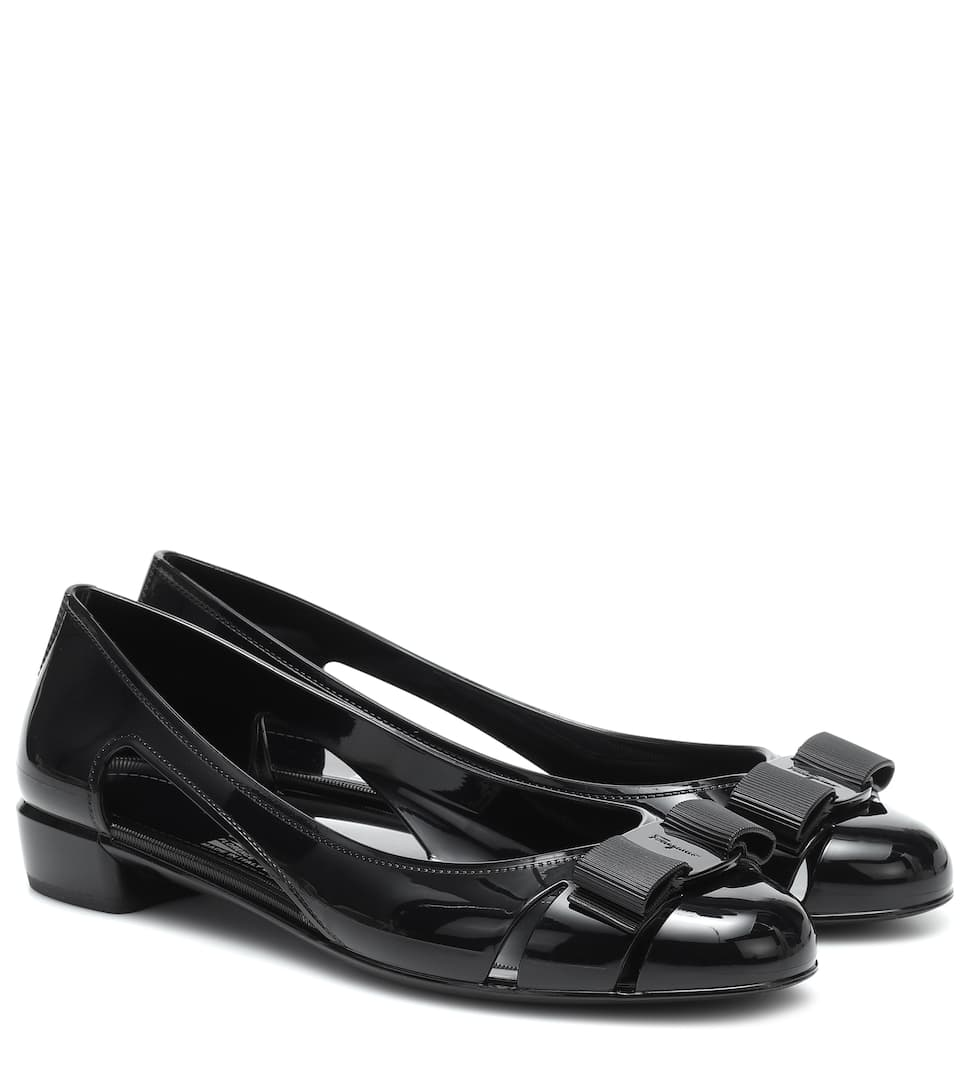 black jelly pumps