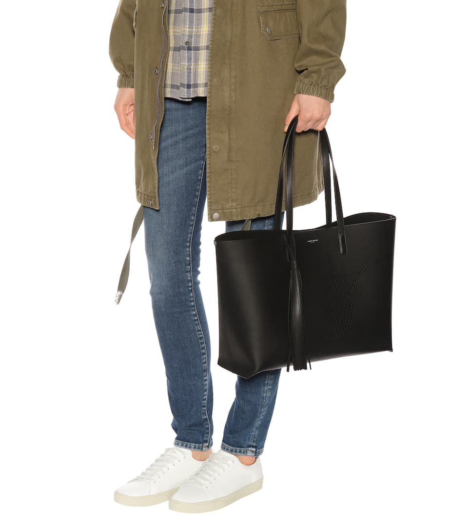 Saint Laurent Shopper Large aus Leder mit Perforierung