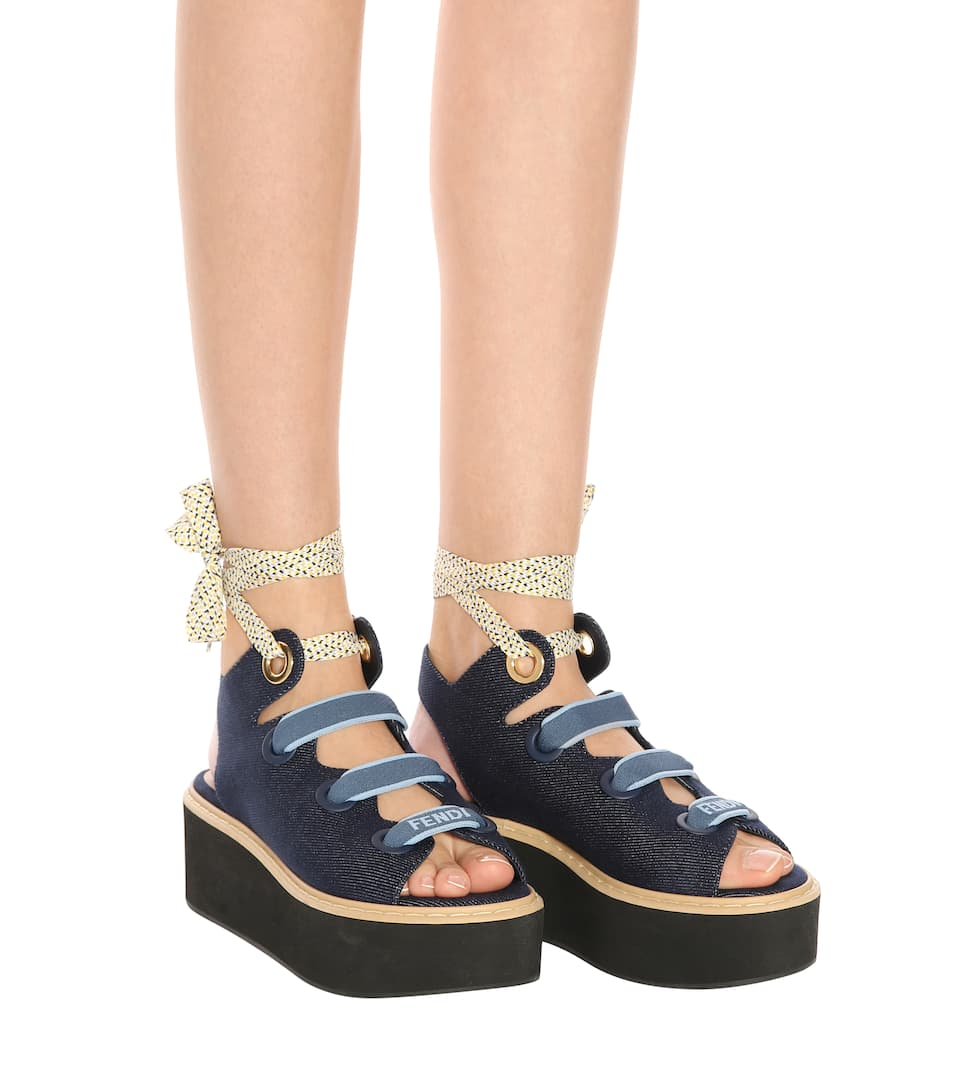 Fendi Plateausandalen aus Denim