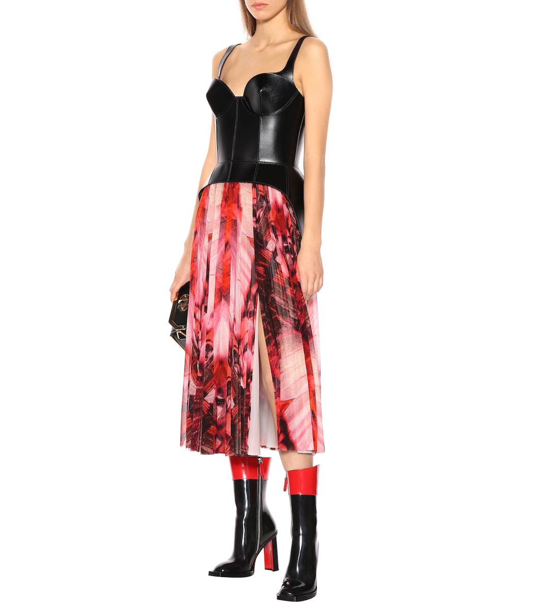 e2822328b7d5 Butterfly-Printed Crêpe Skirt - Alexander McQueen | mytheresa.com