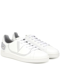Exclusive to Mytheresa – Valentino Garavani BACKNET leather sneakers