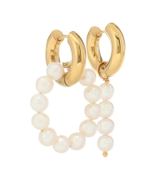 Timeless Pearly - Mismatched 24kt gold-plated hoop earrings with pearls - mytheresa.com