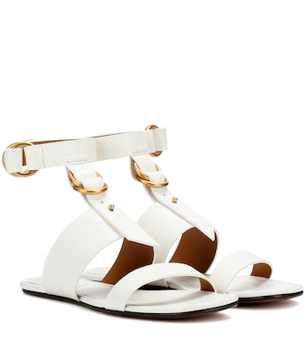 Chloé - Kingsley flat leather sandals - mytheresa.com