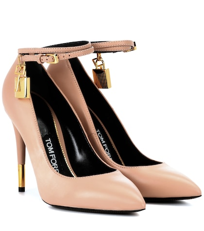 Padlock leather pumps