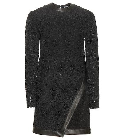 Robe en dentelle macramé avec détails en cuir