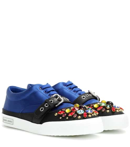 Miu Miu Verzierte Sneakers aus Satin und Leder