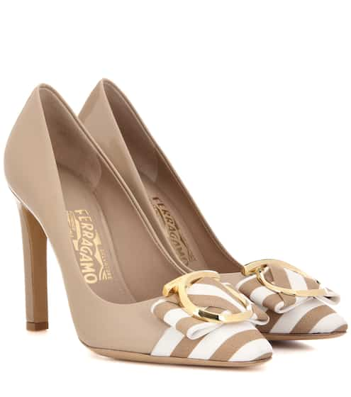 Salvatore Ferragamo Pumps Ezai 100 aus Lackleder