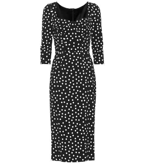 Praise for the little (white) sneaker | Simple black dress