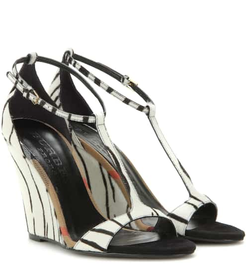 bfa191ad53a5a Burberry Prorsum Hobart 100 Printed Calf Hair Wedge Sandals